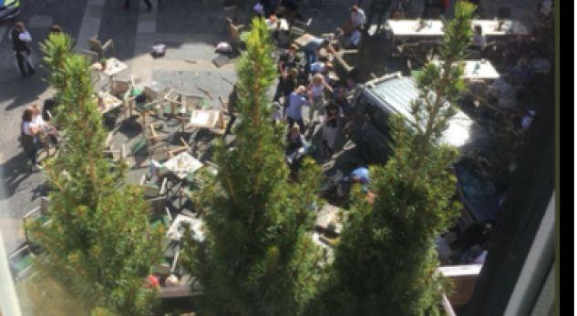 Publikohen pamje nga vendi ku ndodhi sulmi në Gjermani
