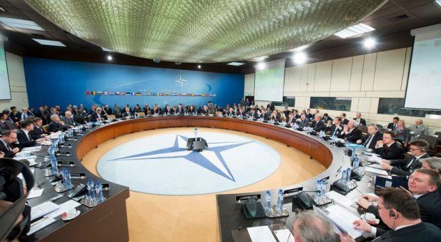 SHBA, Franca dhe Britania njoftojnë aleatët e NATO-s për operacionin në Siri