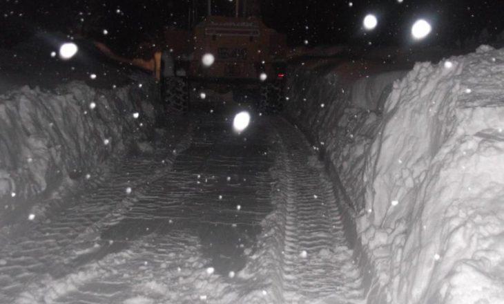 Në këtë vend të Kosovës bora ka arritur deri në katër metra