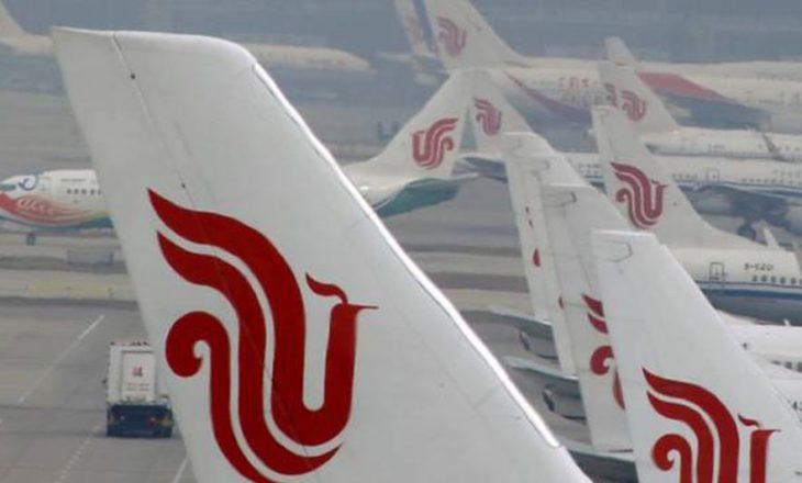 Avioni ndërron destinacion për shkak të stilolapsit