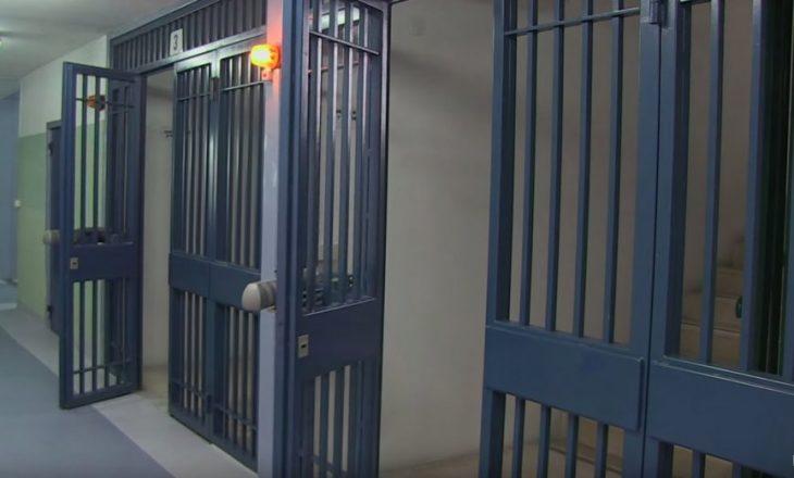 Sherr mes shqiptarëve dhe italianëve në burg, ka të lënduar