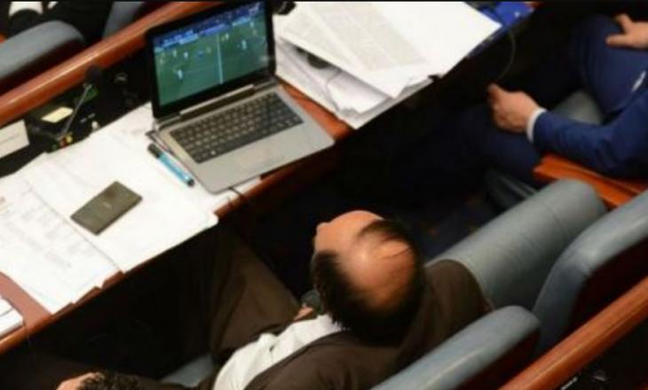 Ministri harron punët e qeverisë – ndjek në parlament Real-Juve