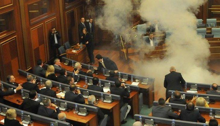 Çfarë thotë Raporti i Progresit për gazin lotësjellës në Kuvend?