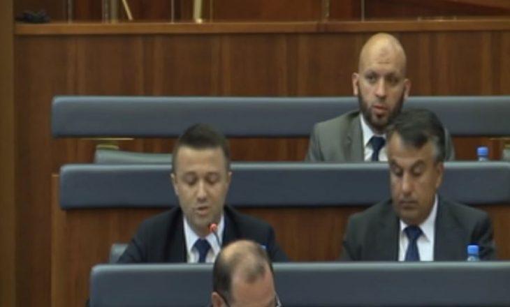 Dy deputetë kërcënojnë me braktisje të koalicionit qeverisës, shkak konkursi i policisë