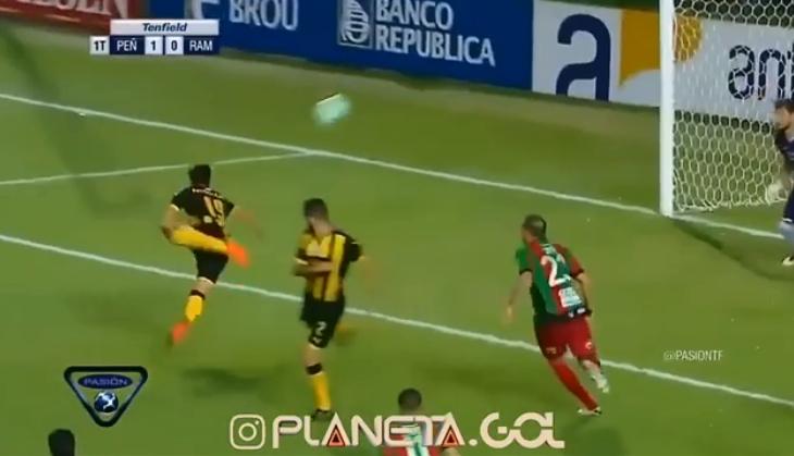 Harroni Ronaldon, goli i javës shënohet në futbollin latin [Video]