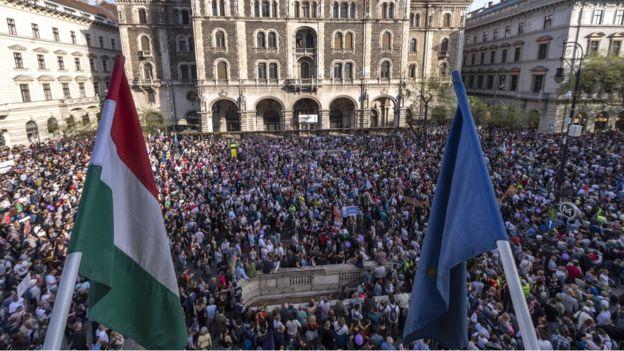 Hungarezët nuk e dëshirojnë kryeministrin e ri – dalin në protestë