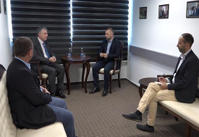 Jevtiq dhe ambasadori francez flasin për Asociacionin