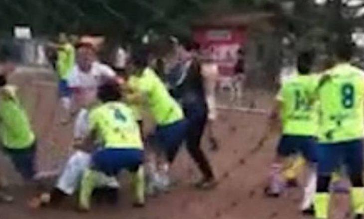 Përgjaken lojtarët në ligën kineze – njëri humb gjysmën e veshit