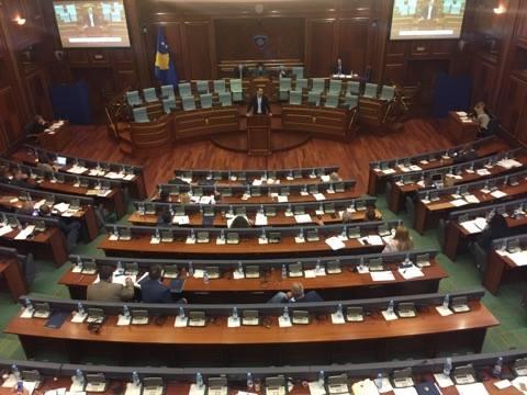 Kryeministri e ministrat injorojnë debatin në Kuvend për mishin e prishur