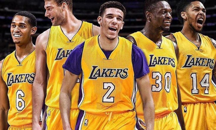 Lakers barazojnë serinë ndaj Houstonit, fitore shprese për Milwaukeen