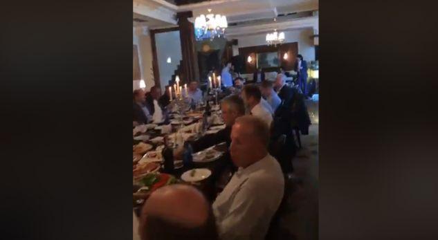 Mish dhe muzikë live – Thaçi dhe Haradinaj drekojnë bashkë