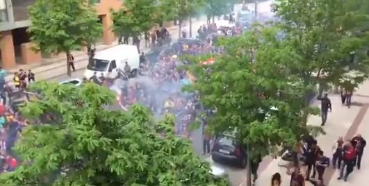 Përkundër tesionit të Spanjës dhe Katalunisë, tifozët e Barcelonës marshojnë në Madrid
