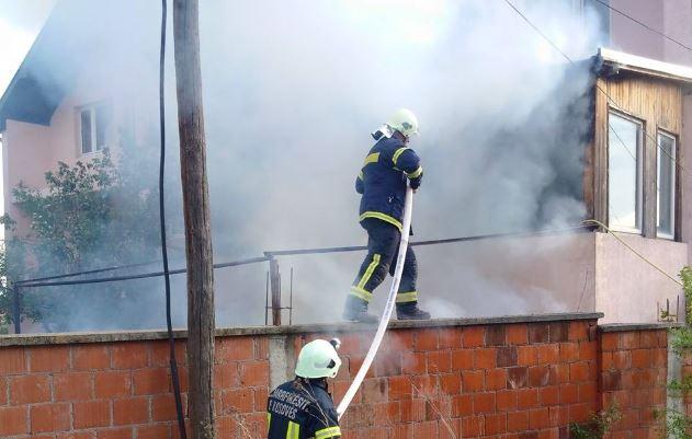 Ndërhyrja e shpejtë e zjarrfikësve shpëton një familje në Gjilan