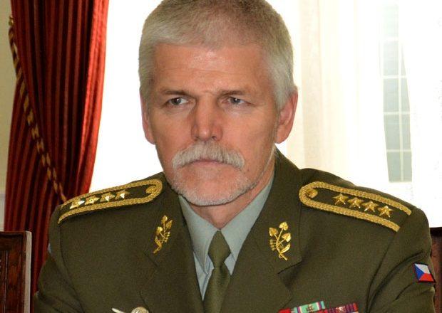 Gjenerali i NATO-s paralajmëron: Aleanca nuk duhet të sillet si qengj ndaj Rusisë