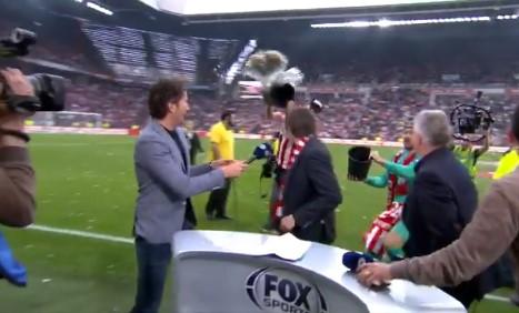 Shikoni se çfarë i bëjnë Phillip Cocus lojtarët e PSV (VIDEO)