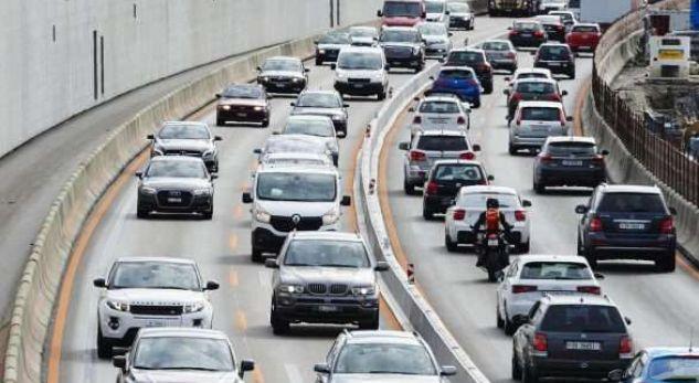 Shqiptari ndihmon zviceranin e aksidentuar në autostradë