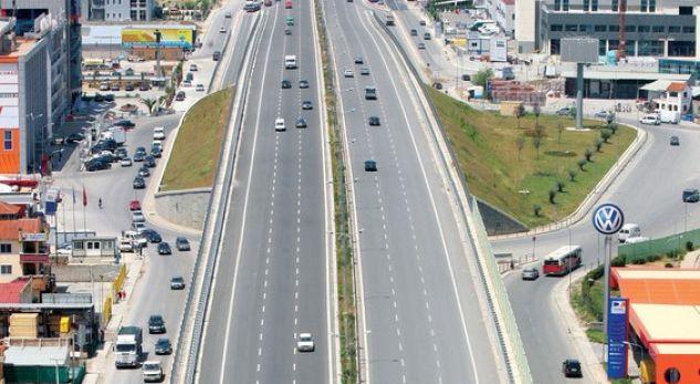 Autostrada Tiranë-Durrës duhet rindërtuar nga e para