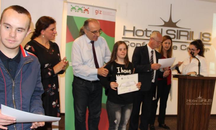 """MPMS ndan 30 certifikata për të rinjtë e Shoqatës """"Down Syndrome Kosova"""""""