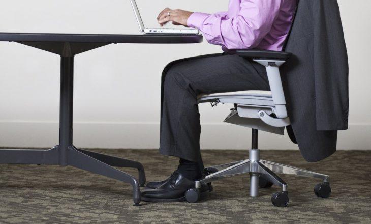Qëndrimi i gjatë ulur ndikon në trashësinë e trurit