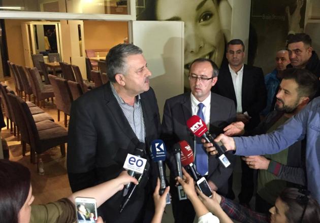 Partitë politike e zhvendosin debatin nga Kuvendi në tryeza