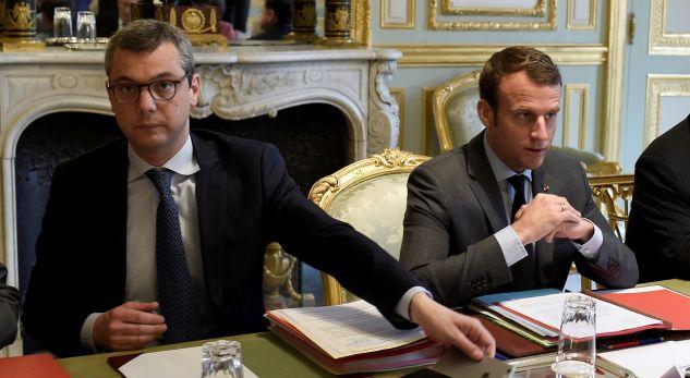 Nisin hetimet për këshilltarin e Macron, akuzohet për korrupsion