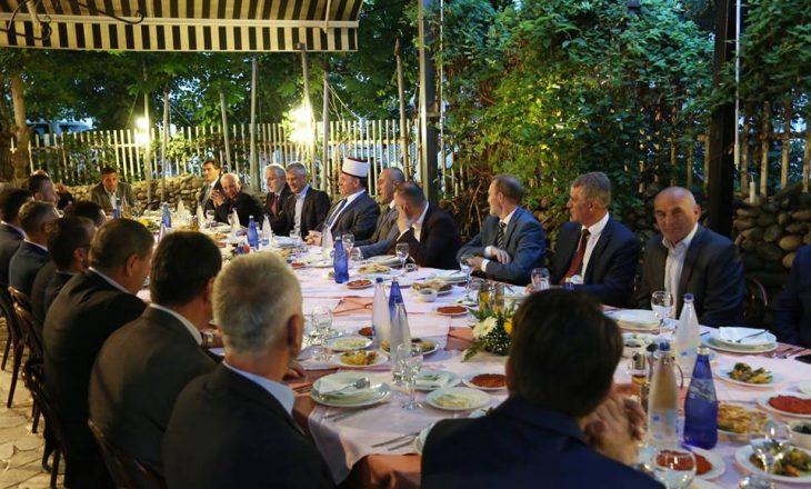 Haradinaj shtron iftar për BIK-un, prezent edhe Hashim Thaçi