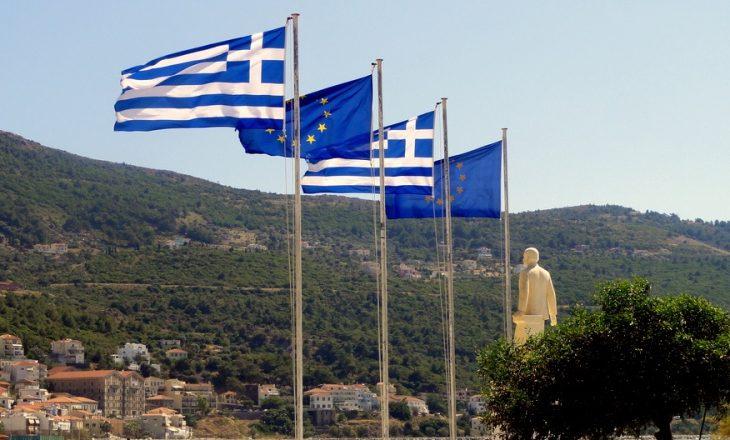 Ndryshojnë tarifat për lejen e qëndrimit të shqiptarëve në Greqi