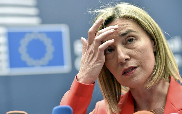 Mogherini reagon pasi kosovarët e bombardojnë me komente në Facebook