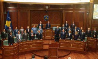 Në fillim kishte 61 deputetë, tani vetëm 51 – Historiku i rënies së numrave të qeverisë Haradinaj
