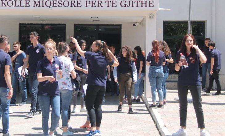 KYC për provimin e maturës: Nxënësit kopjuan dhe nuk respektuan masat antiCovid-19