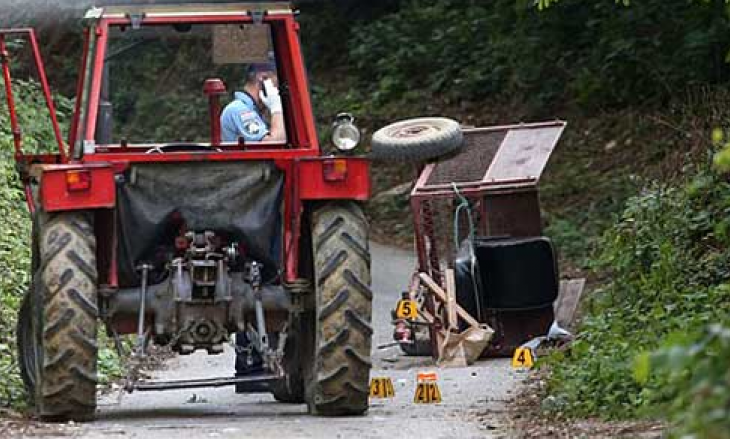 Vdes një person pasi rrokulliset me traktor në Podujevë