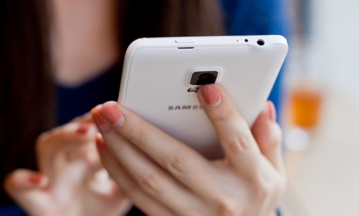 Po ju përgjon telefoni juaj? – zbulimi i fundit flet për këtë dukuri