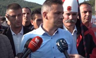 Mesazhi prekës i Bekim Jasharit nga protesta kundër Vuçiqit në Drenicë