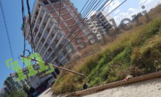"""Telat e rrymës rrezikojnë banorët në lagjen """"Mati 1"""""""