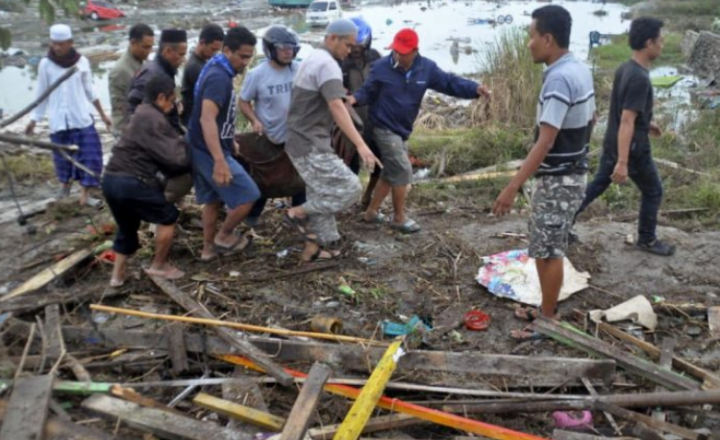 Të paktën 832 të vdekur nga tërmeti shkatërrues dhe cunami