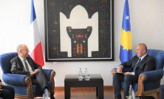 Haradinaj takohet me deputetin francez, i kërkon ndihmë për heqjen e vizave