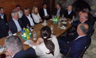 Isa Mustafa mbledh kryetarët e degëve të LDK-së