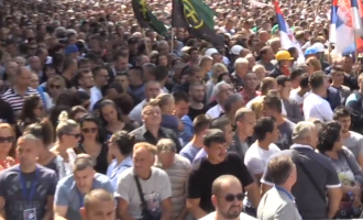 """Mijëra serbë në pritje të """"fjalimit historik"""" të Vuçiqit në Mitrovicë"""