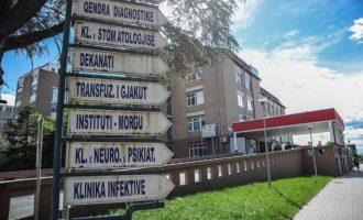 Inspektorati i Punës kthen në punë mjekun e suspenduar nga QKUK