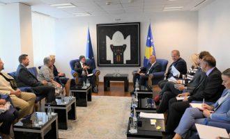 Haradinaj në takim me europarlamentarët: Jemi të përkushtuar që t'i takojmë vlerave evropiane