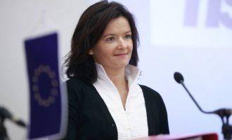 Fajon pret që Parlamenti Evropian të votojë pro heqjes së vizave për Kosovën