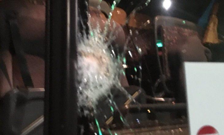 Detaje nga sulmi me gurë i autobusit të Kosovës në Serbi