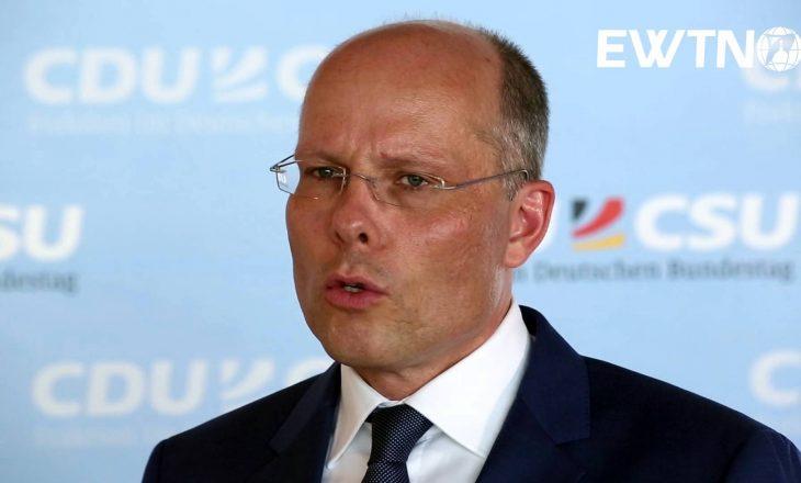 Deputeti gjerman kërkesë BE-së: S'ka më justifikime, vizat t'u hiqen tani kosovarëve