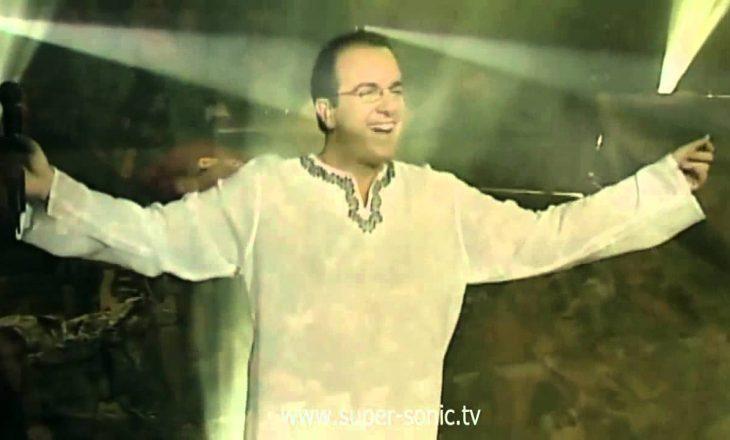 Këngëtari e moderatori që u përfshi në përfitimet e majme nga Greqia