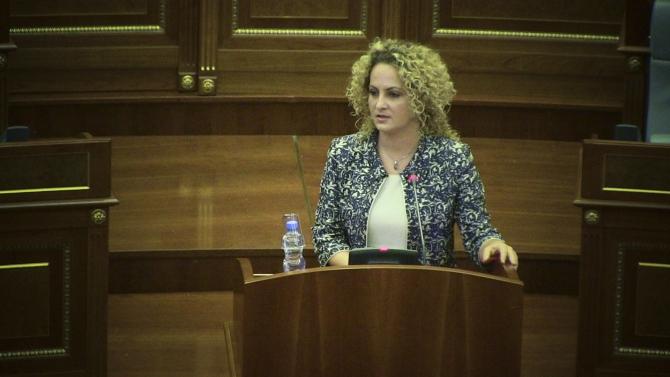 10 euro në muaj për fëmijët – propozimi i Donika Kadaj-Bujupit në Kuvend