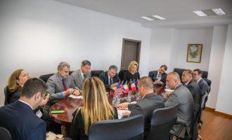 Haradinaj në takim me ambasadorët: Kosova është në rrugën e duhur për vizat