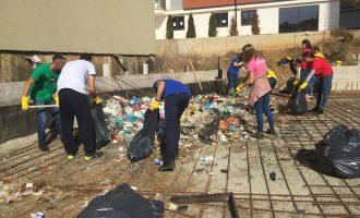 """Fillon aksioni """"Ta Pastrojmë Kosovën"""" në lagjen """"Mati 1"""""""