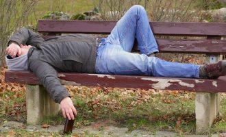 Hungaria e bën të jashtëligjshëm gjumin në vende publike