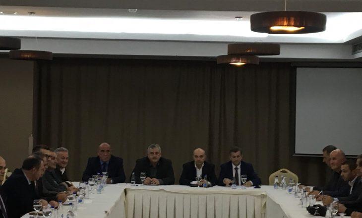 Isa Mustafa mbledhë kryetarët e degëve të LDK-së