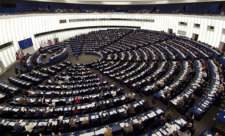 Parlamenti Evropian: Për ta sjellë Kosovën më afër BE-së, jetik liberalizimi i vizave